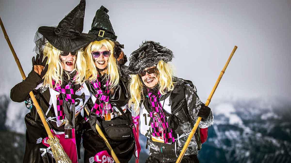 Die Belalper Hexen im Schnee - Moderne Hexen sind auch auf den Pisten zuhause