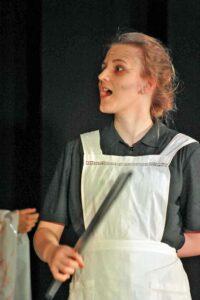 Brunnhilde Lotte Lurker, Küchenkraft der Schulmensa und häusliche Walküre