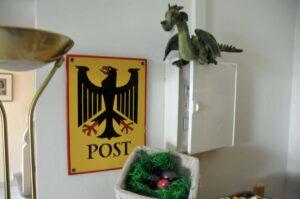 Bundeslurch auf Gelege in Eiablage (Foto: Bundesamt für magische Wesen)