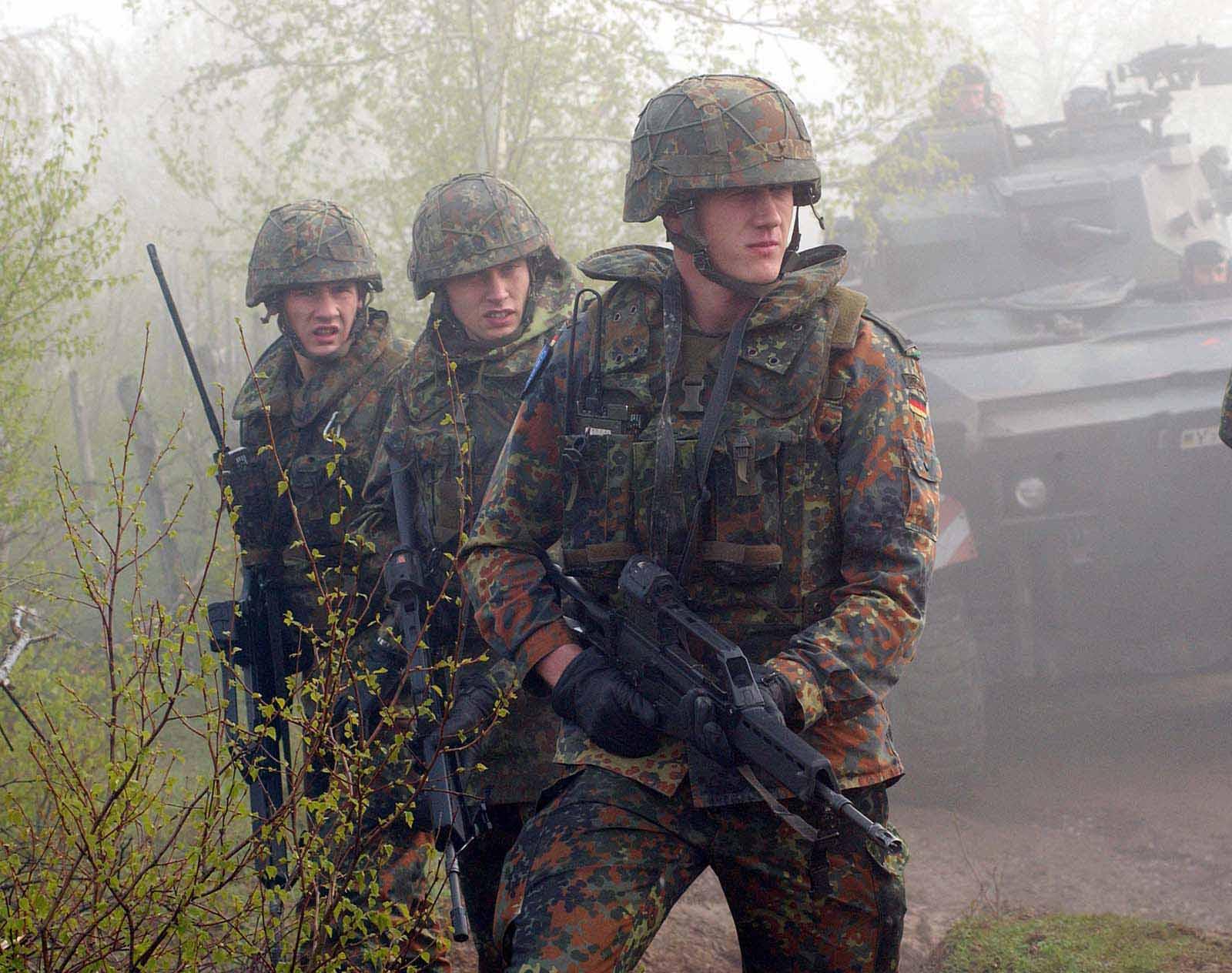 Bundeswehr Soldaten mit G 36