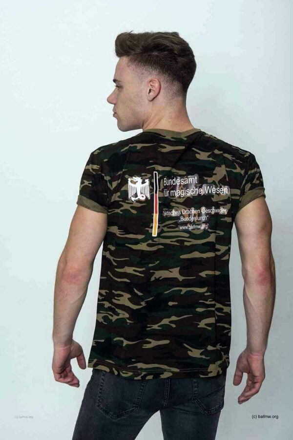 """Camo Shirt """"Taktisches Drachen Geschwader """"Bundeslurch"""" (Foto: Barbara Frommann)"""