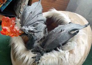 Drachin vor der Niederkunft in einem Drachenkorb (eignet sich auch für Katzen) bei Vampirin Anne K.