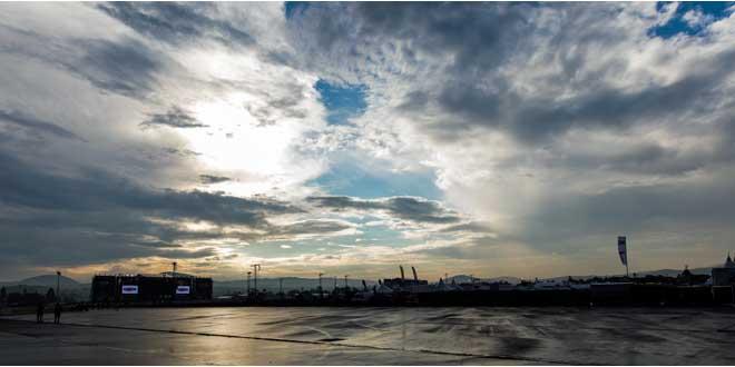 Sven Mandel / CC-BY-SA-4.0: Der Himmel über dem Gelände von Rock am Ring war auch am Tag nach dem Unwetter nicht besonders vertrauenerweckend.