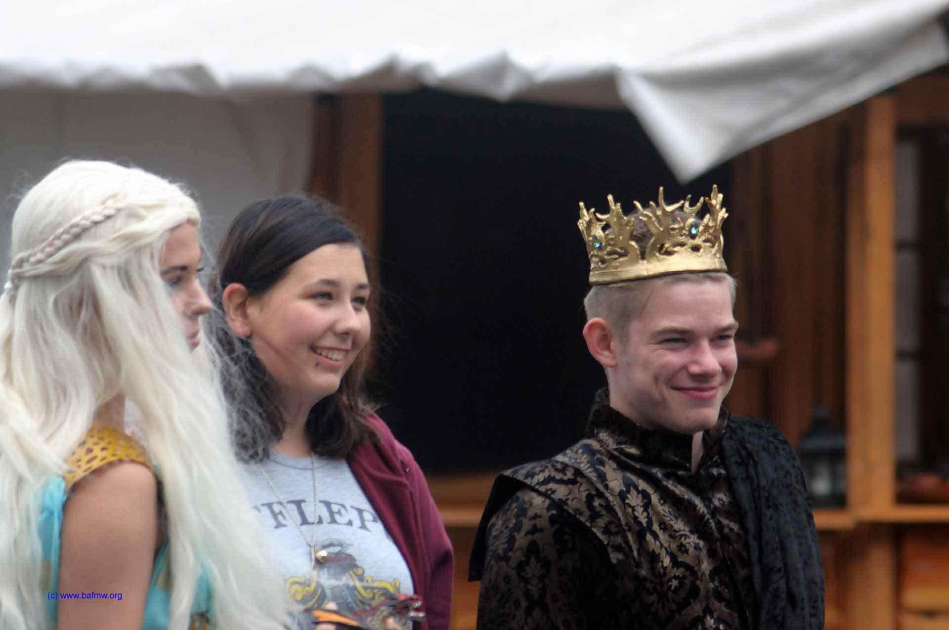 Joffrey Baratheon in Begleitung (Foto: Bundesamt für magische Wesen)