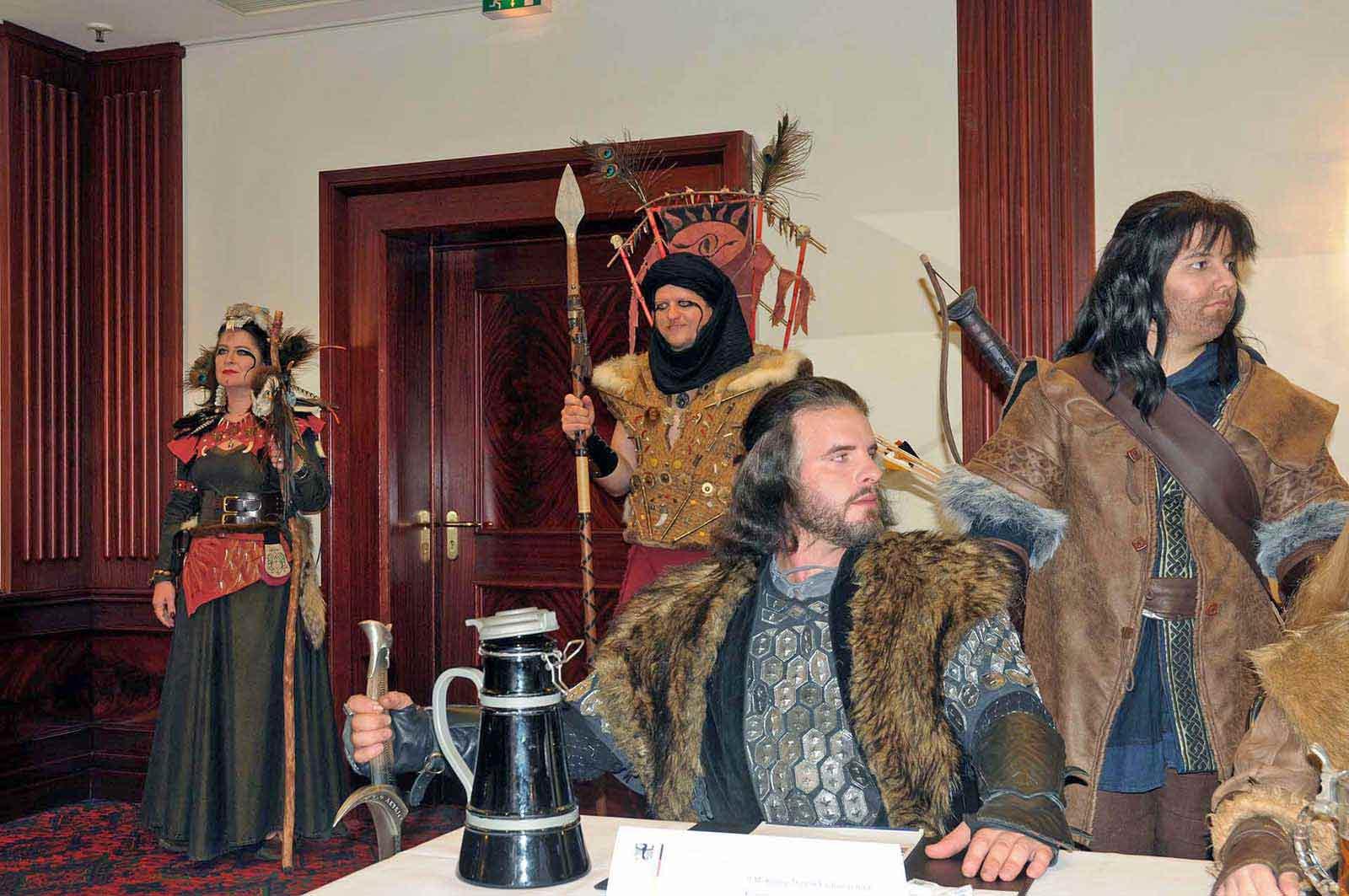 Konferenzszene im Maritim mit Thorin Eichenschild, Kili und Haradrim Security