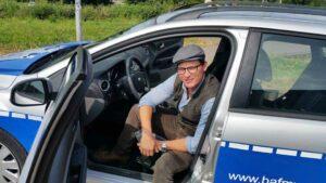 Dr. Carlisle Cullen im BAfmW-Dienstwagen (Foto: Bundesamt für magische Wesen)