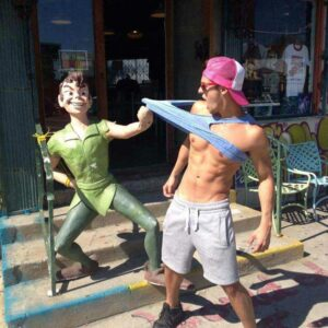 Peter Pan im Urlaub bei etwas heftigeren Flirtversuchen ertappt?